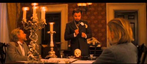 Leonardo DiCaprio machucou gravemente a mão. (foto reprodução)