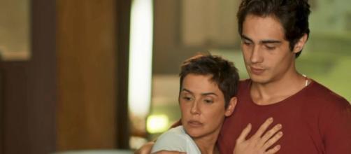 Luzia perdoa Karola e Valentim revela preferir a mãe postiça. (foto reprodução).