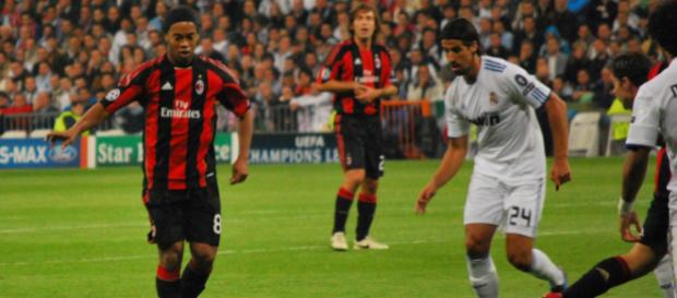 Nun offenbar pleite: Ronaldinho (links) - commons.wikimedia.org