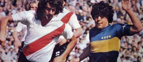Mario Kempes e Diego Maradona in River-Boca della stagione 1981-82