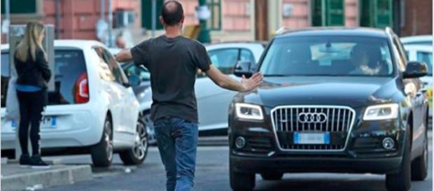 Parcheggiatori abusivi, linea dura, possibile arresto