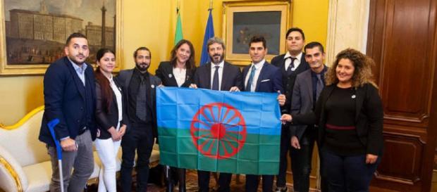 Roberto Fico ospita una delegazione di comunità rom alla Camera dei Deputati