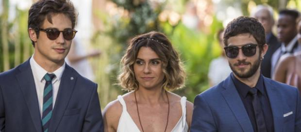 Valentim e Ícaro levam Luzia para se casar com Beto (foto reprodução).