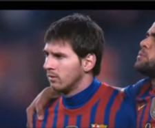 Messi e Dani Alves [Imagem via YouTube]