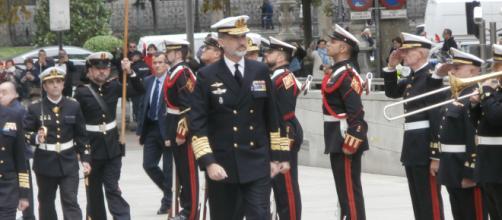 El Rey pasa revista a las tropas de la Armada