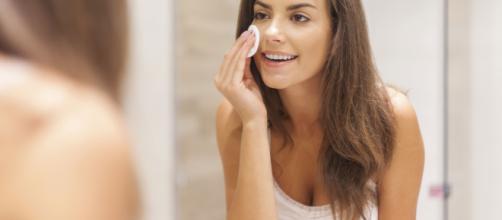 Fazer maquiagem nem sempre significa perder muito tempo na frente do espelho