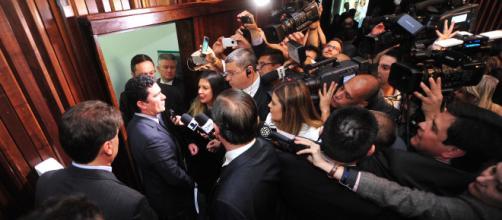 Juiz Sérgio Moro é alvo de críticas do senador Roberto Requião, do MDB do Paraná