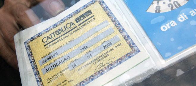 Assicurazione Rc auto, ritiro della patente per chi non paga: la proposta della Lega