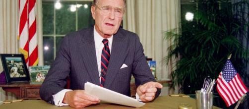 George H.W. Bush dans le bureau ovale