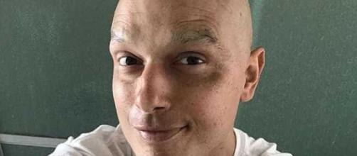 Léo Rosa voltou a passar por sessões de quimioterapia após anunciar que estava curado de um câncer. (foto reprodução).