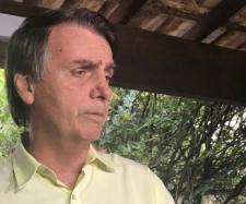 Jair Bolsonaro fala a jornalistas sobre ex-assessor (Reprodução)