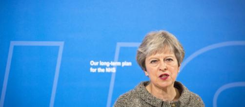 Theresa May pospone la votación en la Cámara de los Comunes sobre el Bréxit.