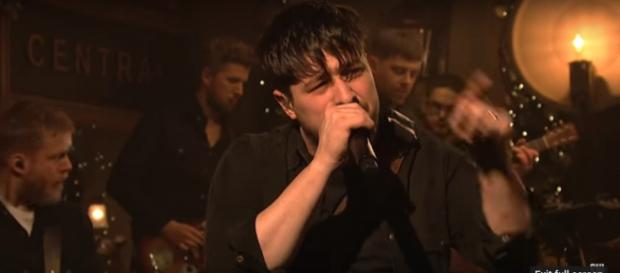 Mumford and Sons sing straight from the heart with characteristic passion in their third stopver on SNL. [Image source: SNL-YouTube]