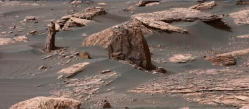 Landscape of Mars in 2018 taken by Curiosity Rover. [Image source/Martian Archaeology YouTube video]
