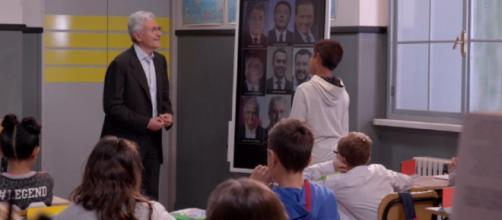 Massimo D'Alema spiega ai bambini i propri ideali politici