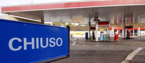 Una stazione di carburante chiusa