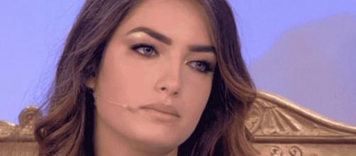 Uomini e Donne, Nilufar si scaglia contro chi offende il suo fidanzato sul web: 'È triste'.