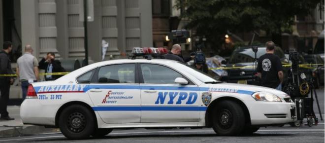 Vídeo mostra policiais arrancando bebê dos braços da mãe nos Estados Unidos