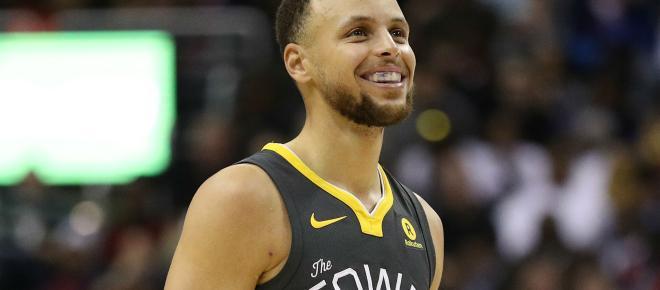 Il giocatore NBA Stephen Curry: 'Siamo mai stati sulla Luna?', la Nasa lo invita a Houston