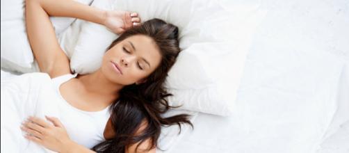 Dormir bem traz muitos benefícios e faz bem até para o cérebro.