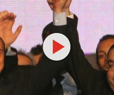 Silvio Berlusconi con il senatore Sergio De Gregorio, accusato di essersi fatto comprare dal Cavaliere