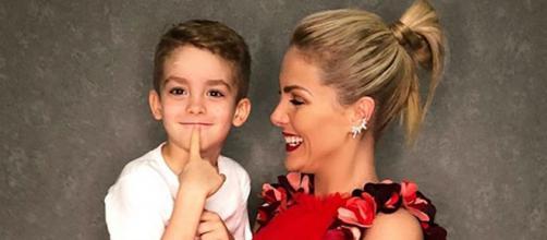 Ana Hickmann e o filho Alexandre (Reprodução/Instagram)