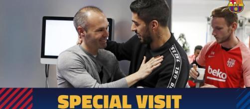 Andrés Iniesta rend visite le Camp Nou
