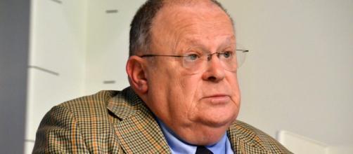 Giuliano Cazzola: 'Governo di pagliacci, dissero che avrebbero spezzato le reni all'Ue'