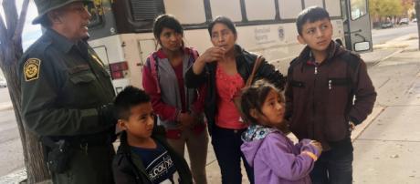 Muere deshidratada una inmigrante de siete años tras ser detenida ... - com.mx