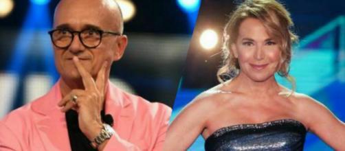 Alfonso Signorini critica Barbara D'Urso: 'Si finge casalinga, la realtà è ben altra'.