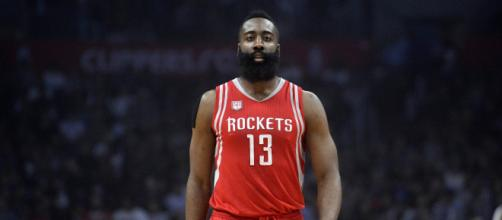 James Harden a inscrit 50 points cette nuit contre les Lakers de LeBron James