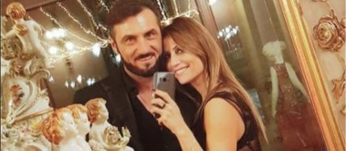 Uomini e Donne, Sossio fa sul serio con Ursula: anello di fidanzamento e lavoro in Puglia.