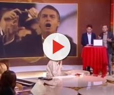 Bolsonaro recebe o prêmio de Misógino do Ano. (Reprodução / Youtube)