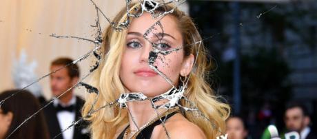 Miley Cyrus vuelve a la actuación en episodio de 'Black Mirror ... - eldictamen.mx