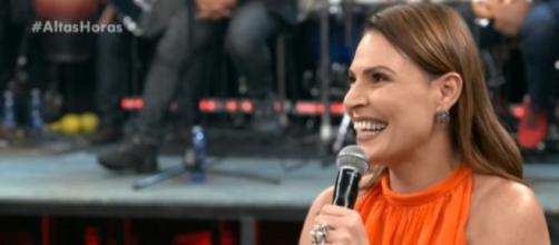 Laura encara pergunta inusitada no Altas Horas (Reprodução/Globo)