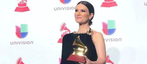 Laura Pausini: sei curiosità sulla cantante italiana più famosa nel mondo.