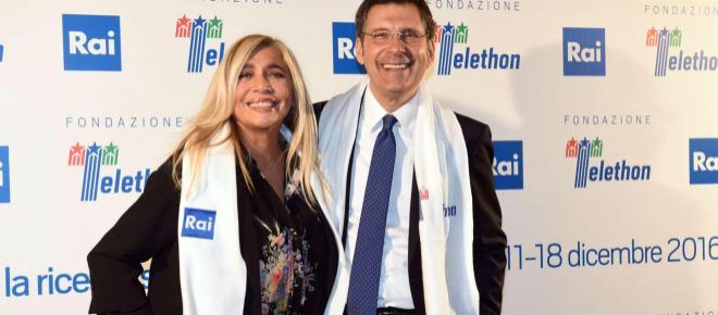Domenica In, Mara Venier piange ricordando Fabrizio Frizzi: 'Mi disse di buttarmi in TV'
