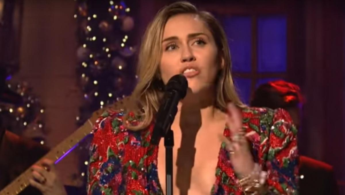 Miley Cyrus Sings Happy Christmas On Snl 2020 Miley Cyrus bared her heart, musically, otherwise, on SNL