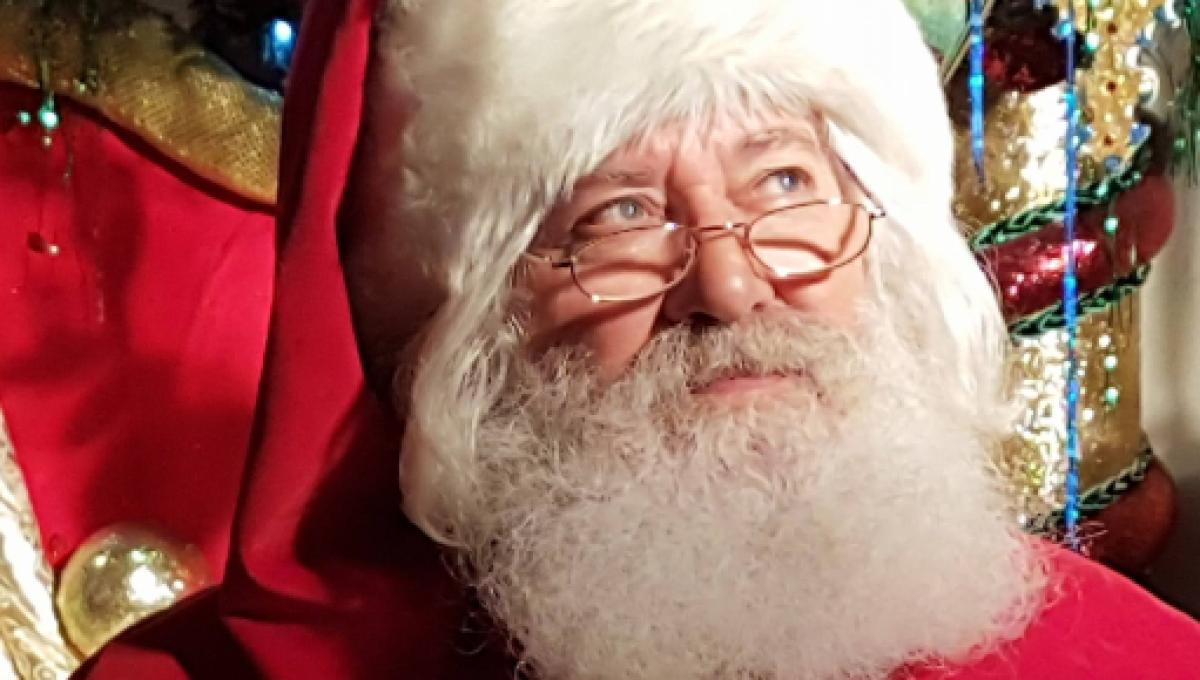 Babbo Natale Video Per Bambini.Sardegna Il Parroco Durante L Omelia Babbo Natale Non Esiste
