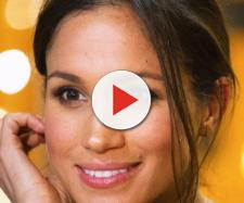 Meghan Markle golden make up earrings