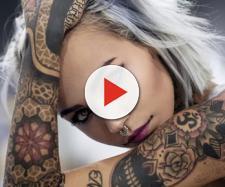 Tatuagem é expressão 'a flor da pele'. (Reprodução/Area de Mulher - R7.com)