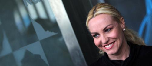 Antonella Clerici: maglia troppo scollata, il web reagisce con commenti negativi