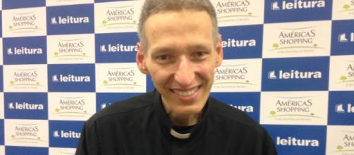 Apesar de trabalhar com a fé e a religiosidade, o Padre Marcelo Rossi enfrentou problemas de depressão (Arquivo Blasting News)