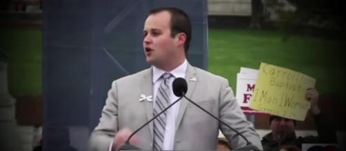 Josh Duggar at the podium. - [ABC News / YouTube screencap]