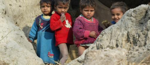 Bambini indiani in una foto d'archivio