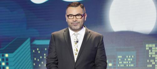 Mónica Hoyos es entrevistada por Jorge Javier en Sábado Deluxe
