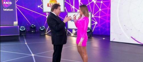 Silvio Santos e Claudia Leitte no Teleton. (Reprodução/SBT)