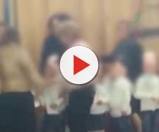 Gela, rissa tra mamme durante la recita di Natale a scuola | youtube.com