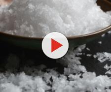Studio australiano mette in guardia: 'Una dieta ricca di sale riempie le ossa di buchi'