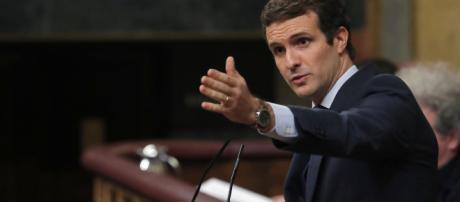 Acusado Pedro Sánchez por Pablo Casado de gobernar en contra de la constitución